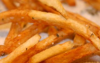 Frites-with-salt