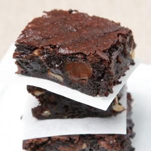 Classic Fudge Walnut Brownies